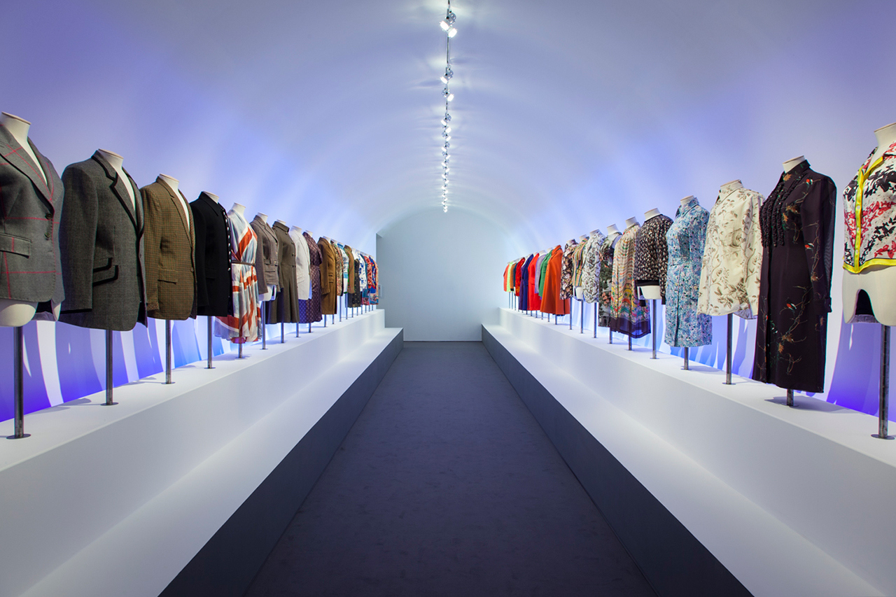 """Populaire Hello, My Name is Paul Smith"""" Exhibition Hits London   nigelclare.com BP37"""